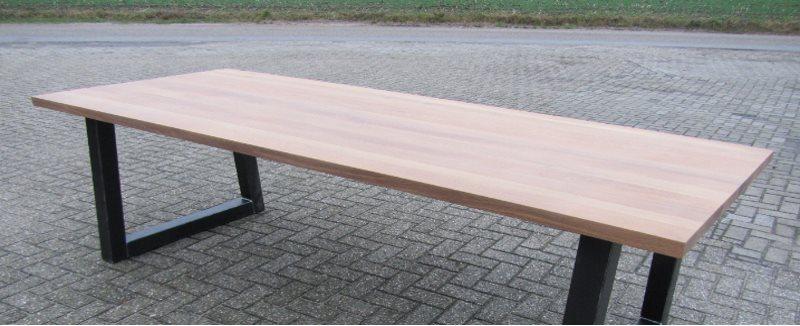 mooie lange tafel